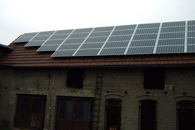Photovoltaikanlage auf einem Stall (1)