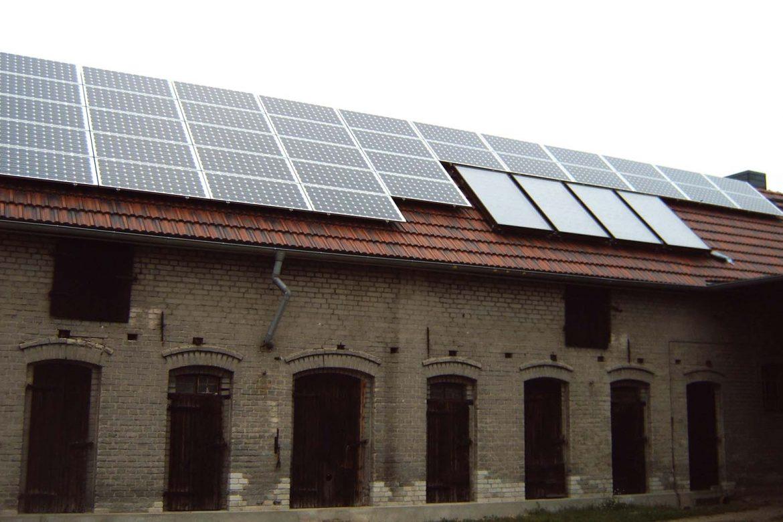 Photovoltaikanlage auf einem Stall (2)