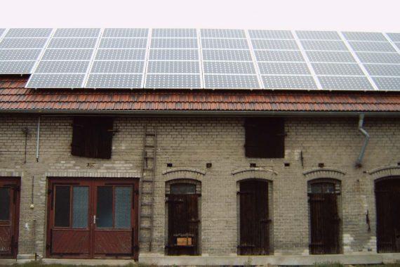 Photovoltaikanlage auf einem Stall (3)