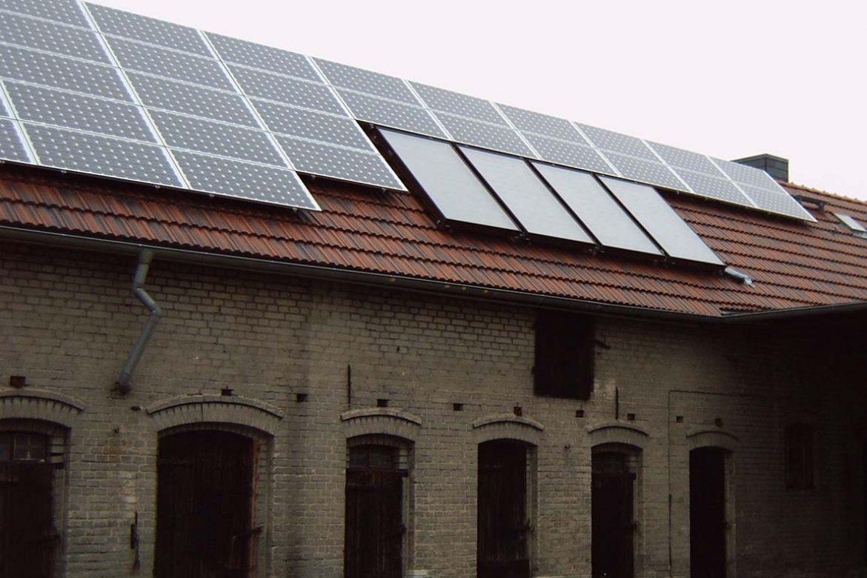 Photovoltaikanlage auf einem Stall (4)